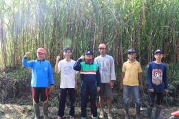 Foto Bersama Mahasiswa KKN UM dengan Warga dan Kades Desa Plandi (Dokpri)