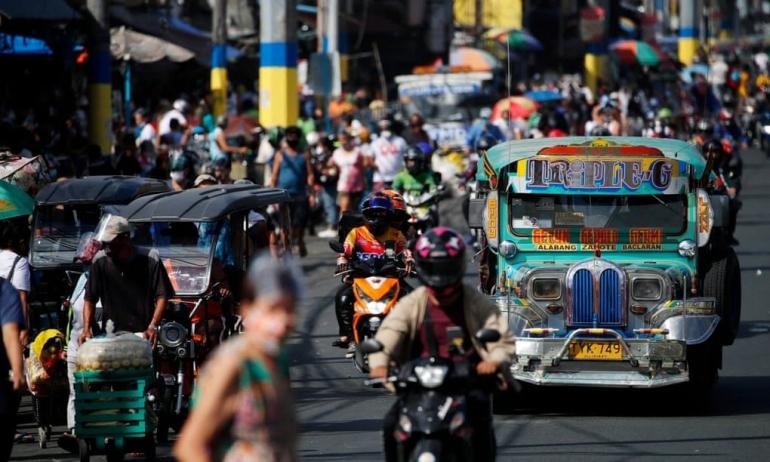 Filipina (sumber: theguardian.com)