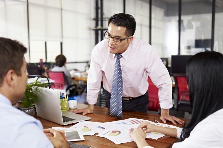 Ilustrasi ketika senior di kantor marah karena salah kaprah. Sumber: Kompas.com