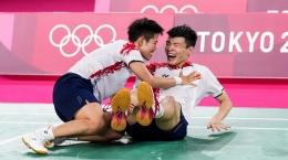 Ekpresi Wang Yi Liu/Huang Dong Ping usai memenangi perang saudara untuk meraih emas ganda campuran Olimpiade Tokyo: bwfbadminton.com