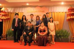 no 2 dari kiri mantu cucu pertama Astrid Anak Jakarta (dok pribadi)
