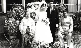 Berfoto dengan bapa dan ibu mertua(dok pribadi)