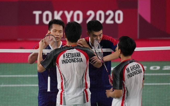 Pasangan Hendra Setiawan/Mohammad Ahsan usai dikalahkan Lee Yang/Wang Chi-Lin di semifinal Olimpiade Tokyo. Sumber gambar ; sport.detik.com