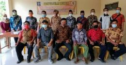 FOTO BERSAMA : Tim Penyuluh Hukum LBH-PK Berfoto Bersama Warga Kedunglegok/dokpri