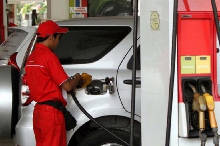 Ilustrasi isi bahan bakar di SPBU. Sumber: TRIBUNNEWS/HERUDIN