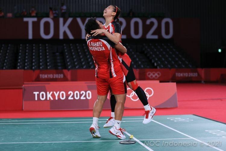 ilustrasi: Ganda putri Indonesia Greysia Polii/Apriyani Rahayu pada semifinal badminton Olimpiade Tokyo 2020 di Musashino Forest Plaza, Sabtu (31/7/2021). (Dok. NOC Indonesia via kompas.com)