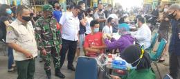 Vaksinasi di Pasar Tengah Pontianak Dokumen: Kumparan.com