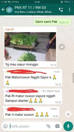 Pak RT menawarkan sayuran segar, Sumber: tangkapan layar pribadi
