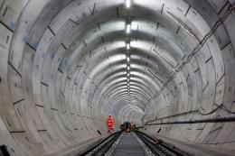 Sebuah terowongan pada Rute Crossrail. Sumber: https://cutt.ly/gQjs6ZW