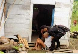 Pendamping Sosial PKH membantu lansia doc: PKH Pusat