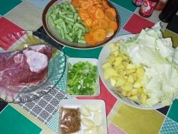 Gambar 2, bahan membuat Sup Daging Sapi Kuah Bening [Foto: Siti Nazarotin]