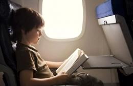 Kebiasaan Membaca di Dalam Pesawat | Sumber Foto : Getty Images