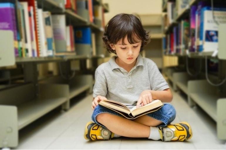 Menumbuhkan Minat Baca Anak | Sumber Foto: Shutterstock via The Jakarta Post
