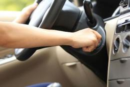 Ilustrasi memanaskan mesin mobil. Gambar: kompas.com