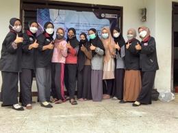 Foto bersama karang taruna dan tim PMM UMM