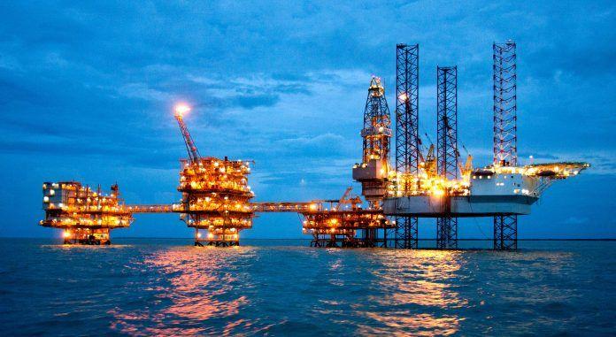 Anjungan Lepas Pantai Milik Saka Indonesia Pangkah Limited (PGN Saka) di Ujung Pangkah. Sumber: petrominer.com