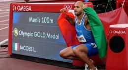 Lamont Marcel Jacobs meraih medali emas nomor 100m putera (Gambar: indianexpress.com)
