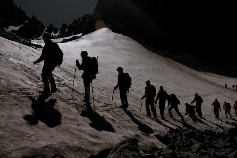 Ilustrasi rombongan pendaki gunung. Sumber: Pixabay.com/aatlas