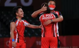 Eng Hian berpelukan dengan Greysia Polii usai final olimpiade 2020/ foto: BWF Badminton