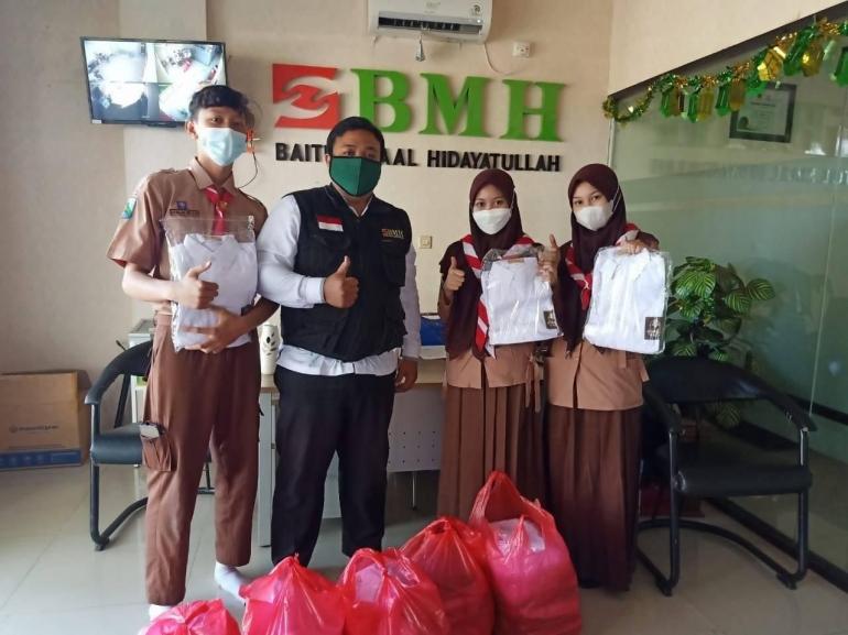 Tim BMH bersama para siswa penerima manfaat/Dokpri
