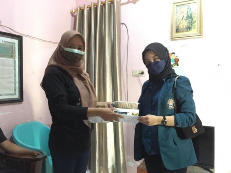 Gambar 1. Foto bersama Ibu Ketua PKK RT 001 RW 004 Gajahmungkur/Dokpri