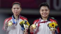 Greysia Pollii (kiri) dan Apriyani Rahayu sukses meraih medali emas di Olimpiade Tokyo 2020, Senin (2/8/21). | ANTARA FOTO/ Sigid Kurniawan