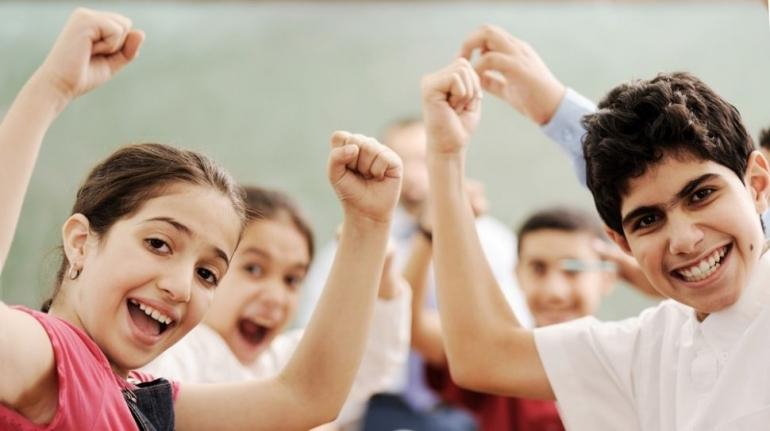 Ilustrasi anak-anak ceria saat bermain sedang apa| Sumber: ZouZou/Shutterstock