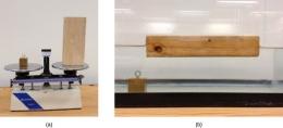 Perbedaan desnistas balok kuningan dan balok kayu. Sumber: courses.lumen