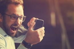 Ilustrasi seorang laki-laki yang sedang emosi karena low connection | sumber:(KristinaJovanovic via kompas.com