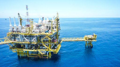 Offshore Rig Sebagai Upaya Eksploitasi Migas di Laut Dalam (Sumber : transform-mpi.com)