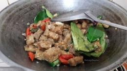 Setelah matang dan bumbu meresap, angkat. Siap disajikan. Cocok dimakan bersama nasi putih hangat. Sedap banget! | Foto: Wahyu Sapta.