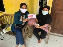Penyerahan Modul Strategi Pemasaran UMKM Di Tengah Pandemi Covid-19 (Dokpri)
