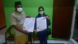 Penyerahan Poster Edukasi Kepada Ketua RW 03 Kelurahan Tembalang