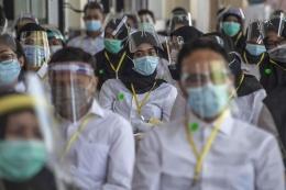 Peserta mengikuti ujian Seleksi Kompetensi Bidang (SKB) CPNS di Surabaya, Selasa (22/9/2020). Sumber foto: Kompas.com/AFP/JUNI KRISWANTO.