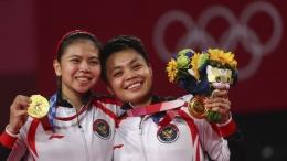 Greysia Polii dan Apriyani Rahayu raih emas bulu tangkis Olimpiade Tokyo 2020. (Foto: REUTERS/Leonhard Foeger)