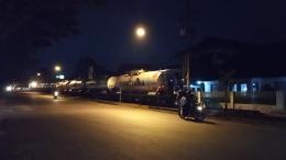 Langsiran gerbong BBM di Jalan Halmahera, Kota Malang. (Sumber: Dokumentasi Pribadi)