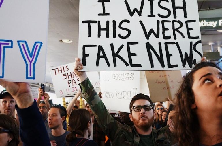 Ilustrasi: bagaimana berita bohong mempengaruhi opini publik   Sumber unsplash.com/Kayla Velazques