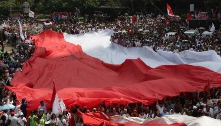 Ayo kibarkan merah putih di tempat usahamu (wartaekonomi/Sufri Yuliardi)