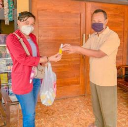Foto: Pembagian Hand Sanitizer kepada Warga dan Penyuluhan Prokes 5M (dokpri)