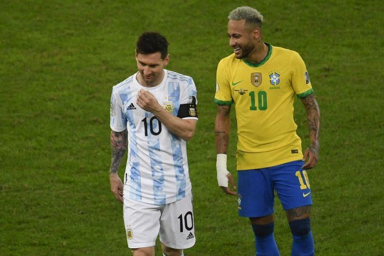 Lionel Messi dan Neymar dalam pertandingan Argentina vs Brasil di final Copa America 2021 di Stadion Maracana, Rio de Janeiro, Brasil, Minggu (11/7/2021) pagi WIB. (AFP/MAURO PIMENTEL dipublikasikan kompas.com)