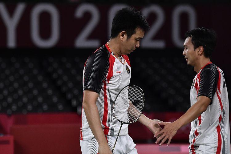 Ganda putra Indonesia, Hendra Setiawan (kiri) mengucapkan selamat tinggal untuk Olimpiade (ANTARA FOTO/SIGID KURNIAWAN)
