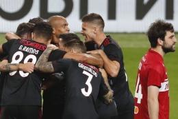 Pemain Benfica merayakan gol ke gawang Spartak Moscow. (via primetimezone.com)