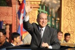 Raja Sihamoni dari Kamboja (theculturetrip.com)