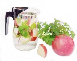 Ilustrasi infused water apel dan mint | Foto Seliara
