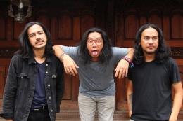 Kelompok Penerbang Roket (KPR) dalam sesi foto di Bentara Budaya Jakarta, Palmerah, Jakarta, Selasa (3/10/2017). KPR dijadwalkan akan mengisi gelaran Synchronize Fest 2017. (FotoKOMPAS.com / RODERICK ADRIAN MOZES)