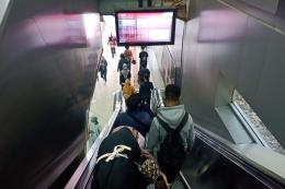 Lepas dari antrean untuk menuju peron (foto: widikurniawan)