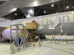 Sebuah pesawat American Airlines yg sedang dicat. Sumber: American Airlines/simpleflying.com