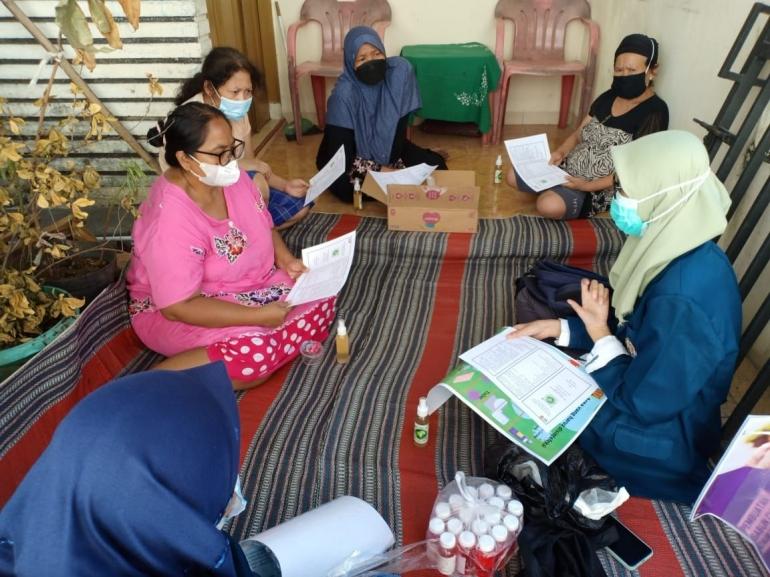 Sosialisasi Pembuatan Desinfektan Ramah Lingkungan dari Cuka dan Daun Sirih. (dokpri)