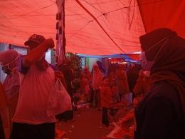 Pembagian Masker gratis di Pasar Nagari Durian Tinggi (dokpri)