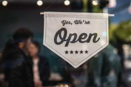 Supply chain management juga penting untuk bisnis kecil (Sumber foto: Tim Mossholder on Unsplash)